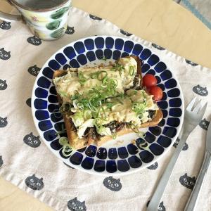 青系のお皿でおうちご飯。