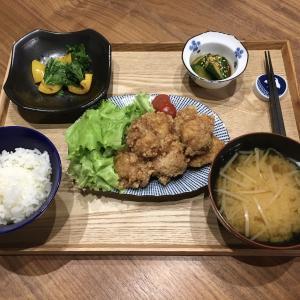 【献立】鶏むね肉の唐揚げ、パプリカとケールの塩ガーリック炒め、きゅうりのナムル、もやしのお味噌汁