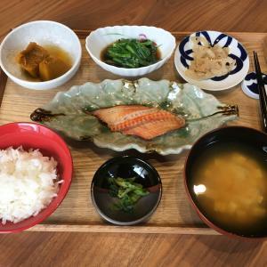 【献立】ほっけの味噌漬け、かぼちゃの煮物、ニラのお浸し、蓮根のきんぴら、高菜のお漬物、豆腐のお味噌汁