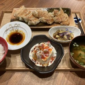 【献立】野菜餃子、豆腐とトマトのシーザー&スイートチリソース、茄子のナムル、小松菜のお味噌汁