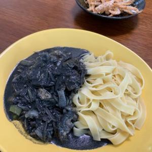 タイ風味のブラックカレーに、白海老を合わせる