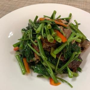 季節の変わり目を越える広東 6. ダチョウと空芯菜のコントラスト