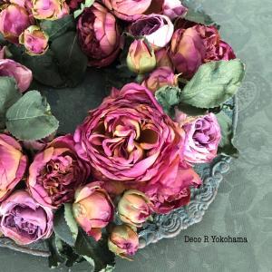 秋バラのテーブルリースアレンジメント!春バラと比べて・・