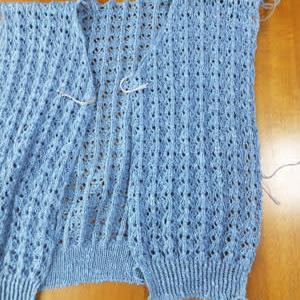 カーディガン、裾ゴム編み。