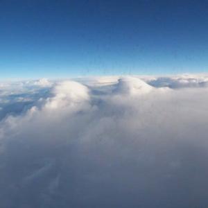 雲の上は...