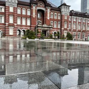 東京駅と丸の内の夕暮れ
