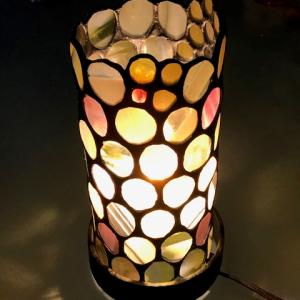 生徒さん、円柱状のランプ