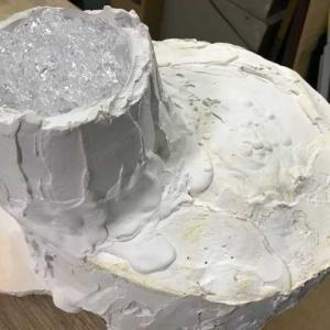 手形の石膏は膨大な量です