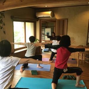 池田さんのホルモンバランスヨガ講座のご報告と10月のご案内