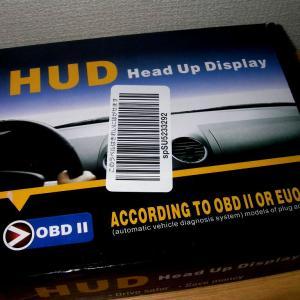 車にヘッドアップディスプレイを装着