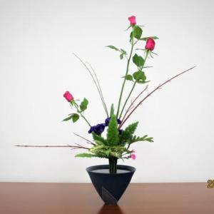高さ80センチの真っ赤なバラ・・立花