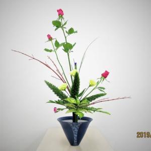 バラとサンゴミズキ・・立花