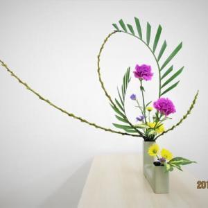 アレカヤシとキンメヤナギ・・毎回新作・自由花