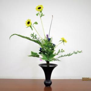 ヒマワリとコデマリの立花