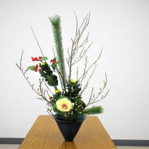正月花・大まかに生けて、細かい所は自宅で