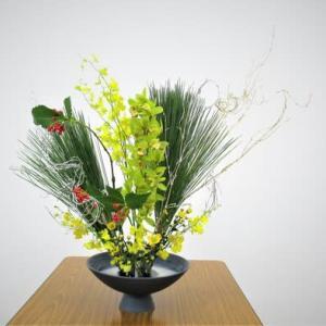正月花・・大王松とシンピジュウムの自由花
