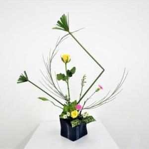 シュペラスの角形とエニシダの角形の組み合わせ・・自由花・バラと