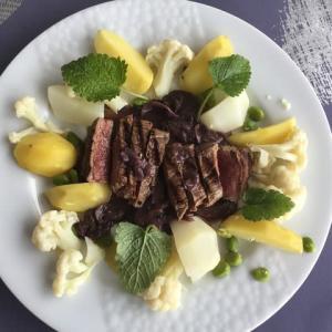 ランプ牛肉 茸入りボルドレーズソース