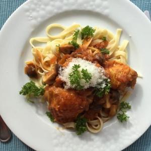 鶏肉とマッシュルームの煮込み Poulet chasseur