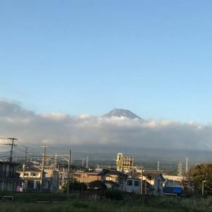 夕方になったら富士山がだんだん見えてきた