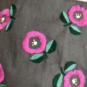 ウール刺繍のミニバッグ