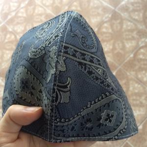 タイ人が作った男性用の布マスク