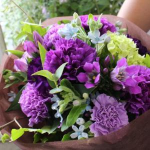 紫カーネーション「ムーンダスト」の花束☆