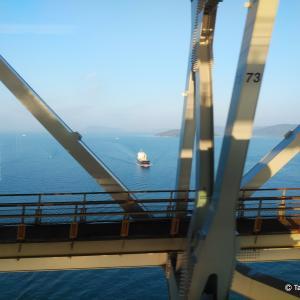 春の海と一隻のタンカー