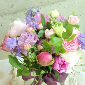 ピンク×パープルの豪華な花材で フレンチスタイルブーケレッスン