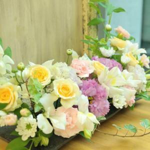 フューネラルレッスン 額を飾る花