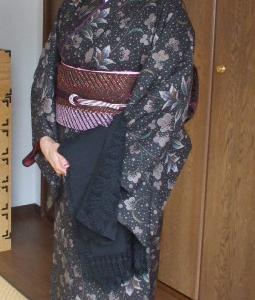 大島紬姿 本日は同窓会です。
