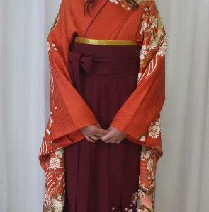 袴姿 小学校の卒業式です