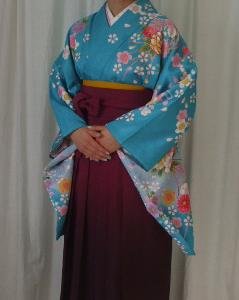 女子袴姿 子振袖にグラデーションの袴 大学の卒業式です。