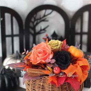 10月からも壁掛けスタイルを楽しみます☆バスケットに秋色プリザーブド☆