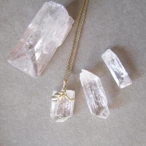 透明な石 ダンブライト原石
