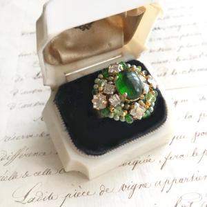 惹きこまれる透明感と深緑色でさりげない仕草も絵になるクロムダイオプサイドリング (指輪)