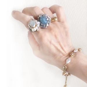 再入荷!爽やかな印象に変わるアクアブルー。涼しさと清涼感を運ぶ大粒 アクアマリンリング(指輪)
