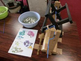 繭から作ったランプシェード