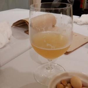 岩見沢サンプラザホテル1F『SORACHI WINE STATION』に再びお邪魔。クラフトビール飲み比べ三種セットで開始し、3種チーズ&イタリアンサラミを頂き、鶴沼白ワイン&生チョコで締めました!