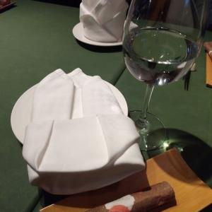新富町『タスク』で家族が純野の誕生会を開いてくれました。アンティパストミスト→銚子産真鯛の生ハム包み焼き→小エビとピリ辛サラミのピザ→ドルチェまで、美味しく60才を迎えられました!