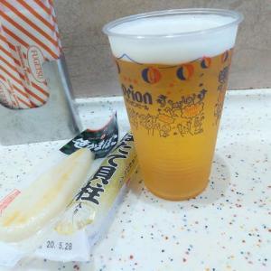  M1561 那覇空港搭乗口エリア『風月』でオリオンビール&魚ソー&笹かまで軽く一杯。ソーキそばとBLTEサンドで大満腹・大満足!〔付:やっぱり若いお姉ちゃんより健康体のお姉さまの方が・・〕