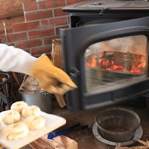 薪ストーブでスイーツとパンづくり