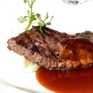 和牛が好きだけど、たまには海外の牛のステーキを楽しんでみたアンガス熟成ステーキランチ