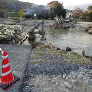 秋の田舎散歩、台風で流された橋。