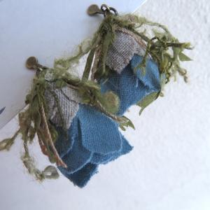 1枚の布から作る花、 neco to kinocoさんのイヤリング、私もつけてみました