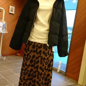 ボリュームカラーダウンコート×ワイドリブハイネックプルオーバー×レオパード柄ジャガードソフトマーメイドスカート