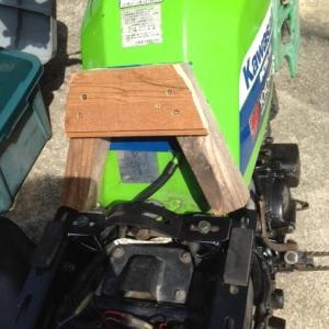 タンクとシートの隙間 MX080A