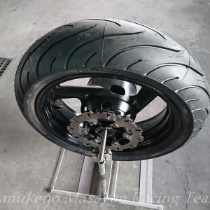 TRX850のリアタイヤ交換
