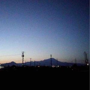 大山の朝焼け