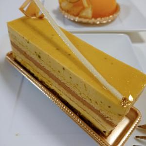 家でケーキを食べましょう